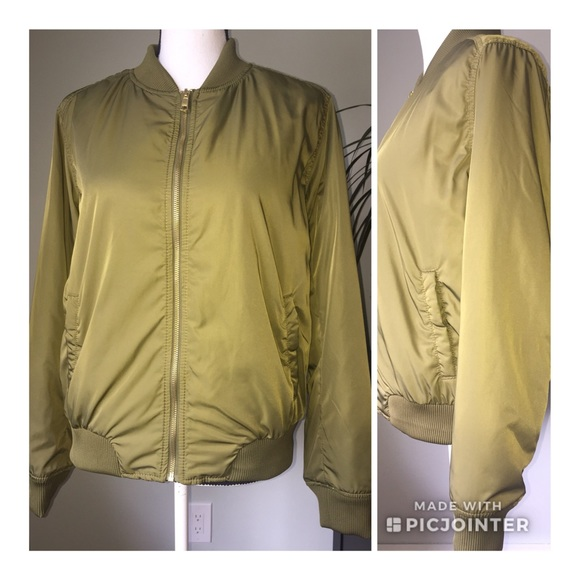 Old Navy Jackets & Blazers - Old Navy size large olive green bomber jacket